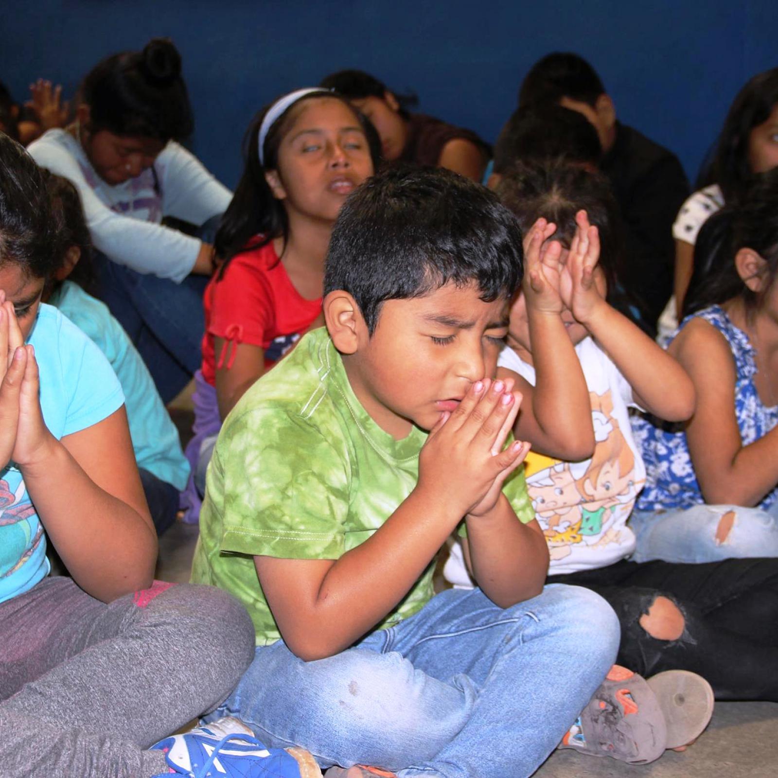 Guatemala children praying