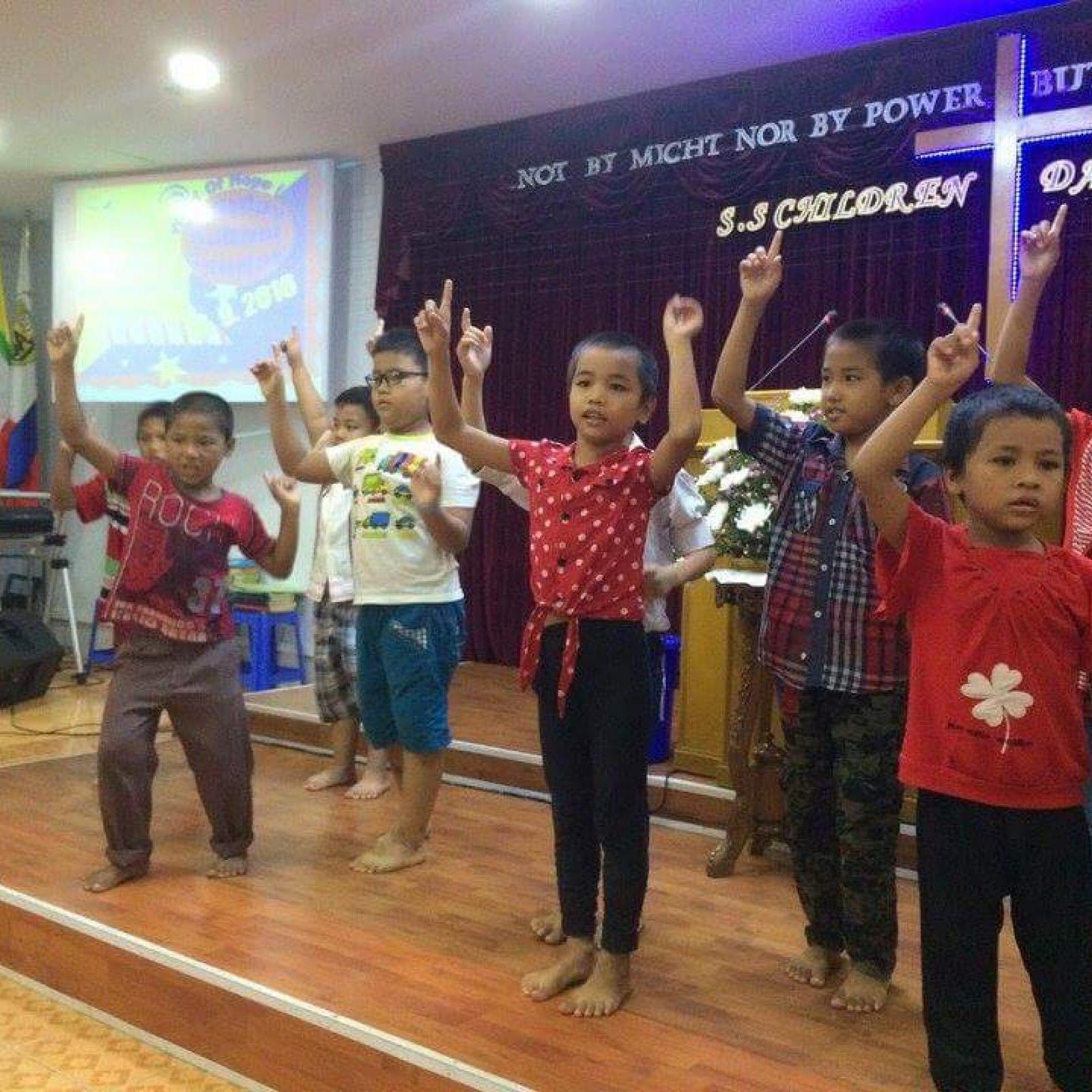 Myanmar children show